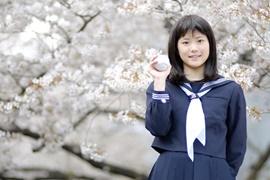 桜の木と女子高生