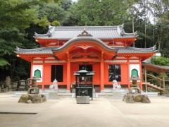 朱塗りの社殿